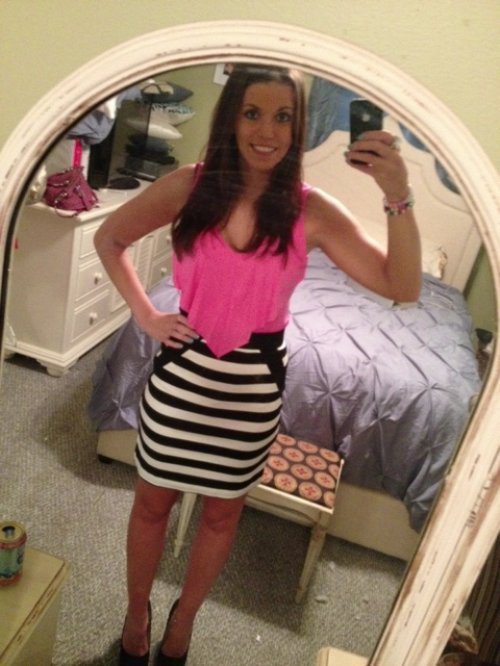 Hot Selfies: Making Mirrors Look Good (42 Photos)